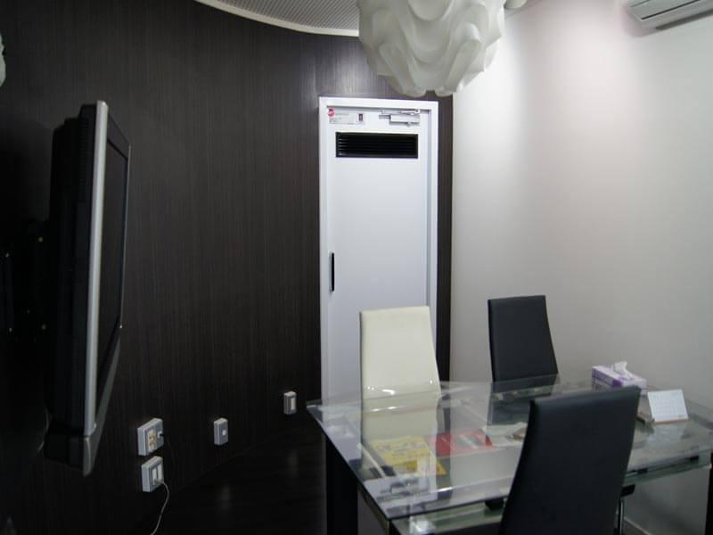 打合せ室も防音仕様になっており、打合せの声は事務所には聞こえません。