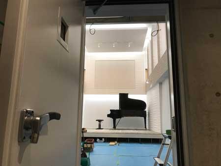 自宅にピアノホール04