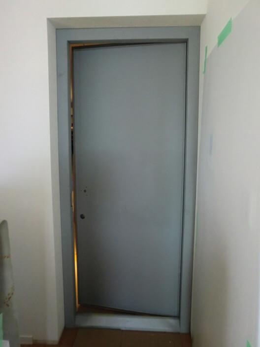 防音ドア:錆止め塗装状態